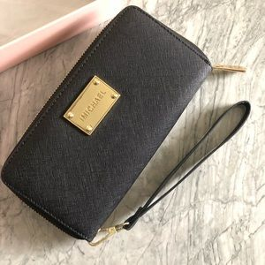 Handbags - Wristlet Phone Wallet